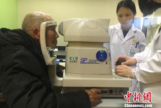 江西九旬老兵患眼疾几近失明公益组织助其重见光明